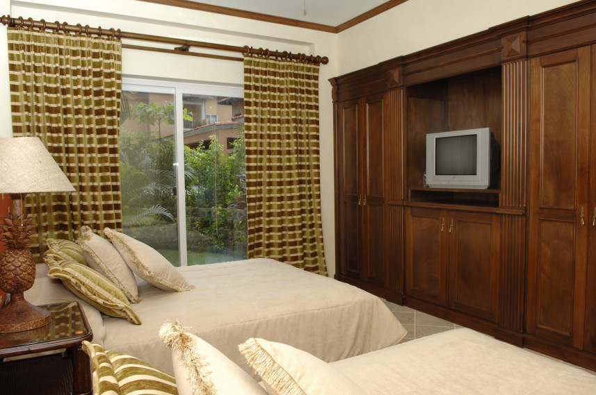 veranda_2bed_bedroom2